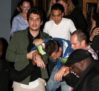 95506 John-Mayer-Helps-Skateboarder-Pal-Rob-Dyrdek-After-A-Rough-Night-At-Myhouse-In-Hollywood-On-June-14-2009-1